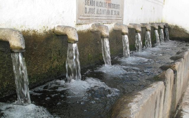 Fuente de los Doce Caños Fuenteheridos Casas rurales en sierra de Huelva 02
